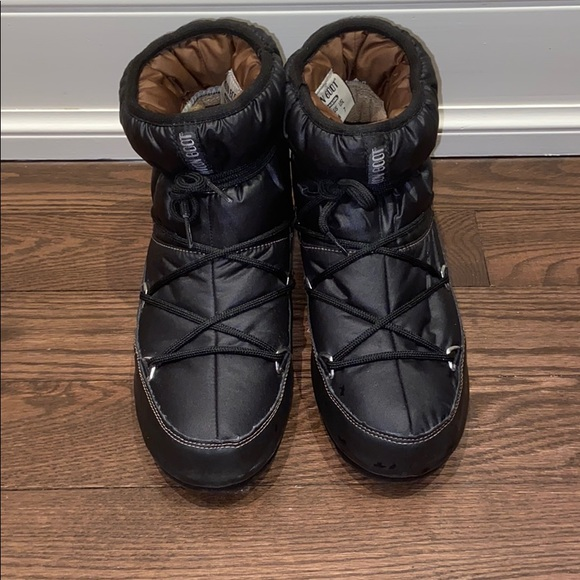 Moon Boot size 6 US